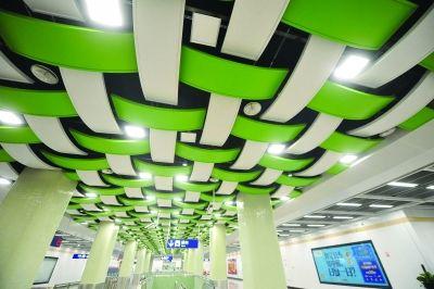 南京地铁10号线7分半过江 坐机场线享郊野风光