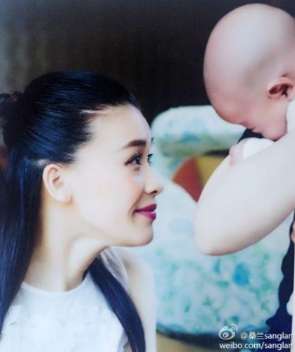 桑兰对视两月晒全家福母子a母子产子(图)--陕西像小性感的一样个野猫图片