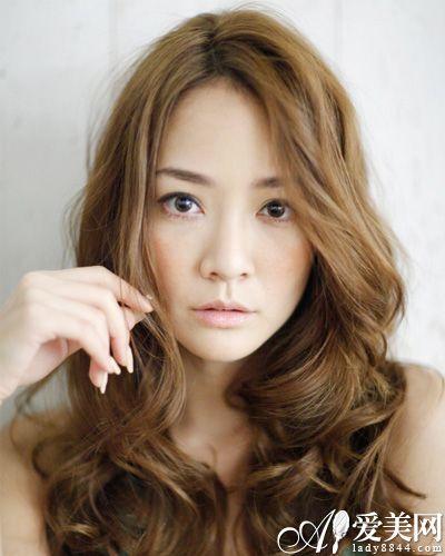 长脸适合什么发型 长卷发修颜胜短发图片