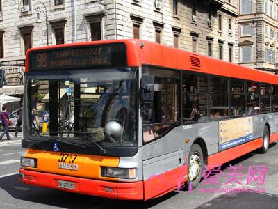 公交車上睡覺不利健康-養生警惕 公車上的3個壞習慣引爆健康危機高清圖片