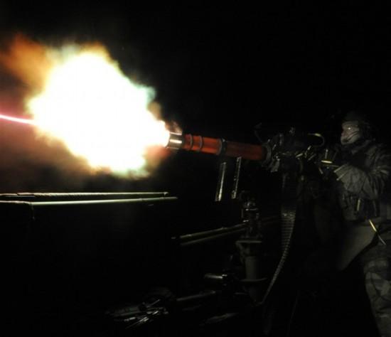 世界 美军/Minigun高速机枪虽然有着强大的火力,但也有着一些缺陷,首先...