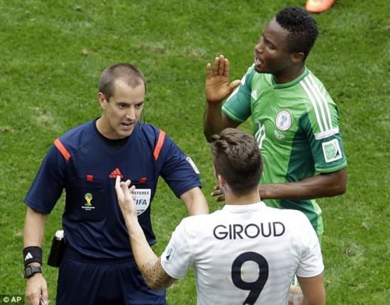 世界杯法国2-0尼日利亚:吉鲁肘击米克尔 裁判视