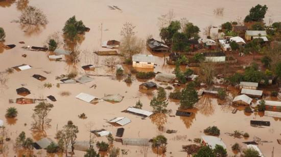 水灾-南美三国遭遇洪灾 36万居民被迫迁徙