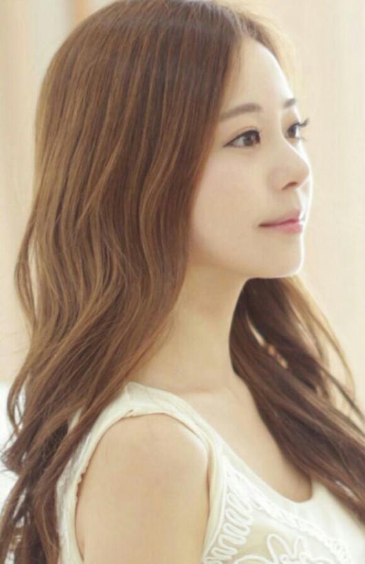 韩国美女曝靓照走红 网友称赞如真人版娜美图
