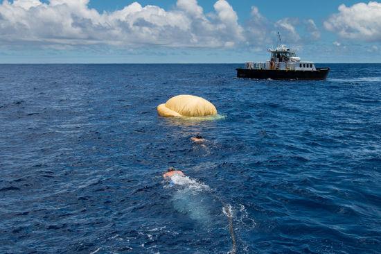 """美国宇航局(NASA)在夏威夷对未来的""""宇宙航行车""""的着陆器进行了测试,这一系统在未来的某一天或许将帮助人类前往火星。"""