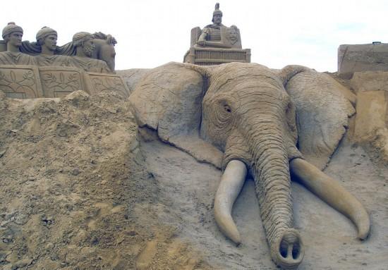 英夫妇环游世界同时创作巨型沙雕 包括大象冢