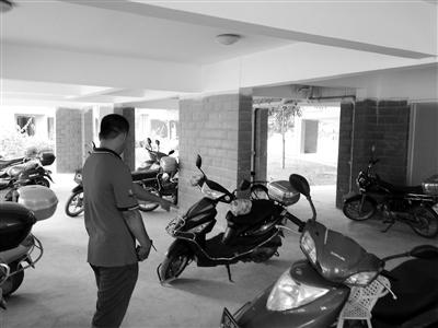 海南万宁一小区没围墙 摩托车频频被盗