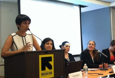 紐約市長移民事務官在記者會上發言。(美國《僑報》/林菁