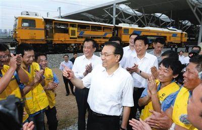 李克强视察高铁工地:铁路建设要追求社会效益