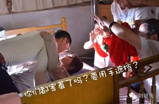 59岁刘晓庆在8帅哥的帮助下拍床戏2小时