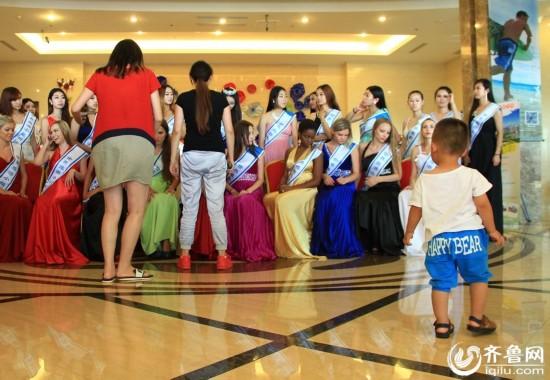 三十名国际旅游性感齐聚威海穿性感比基尼激大全六一儿童节佳丽舞蹈图片