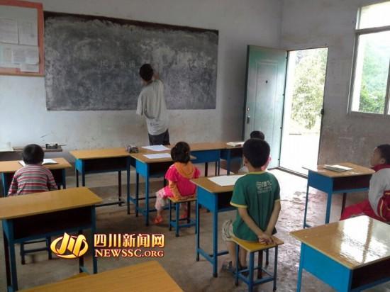 独臂教师坚守山村小学学校无水无电仅6名学生
