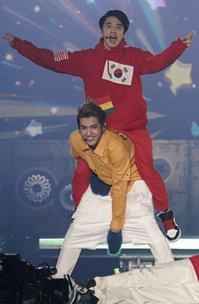 EXO圣诞演唱会高清现场(图片来自百度贴吧)-EXO圣诞联合演唱会