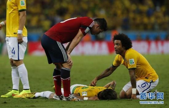 巴西队队医 内马尔腰椎受伤 提前告别世界杯图片