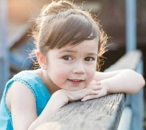 今年5岁的泰美小萝莉吉拉达·莫兰