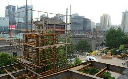 西安城墙修建电梯遭质疑 文物局要求立即停工