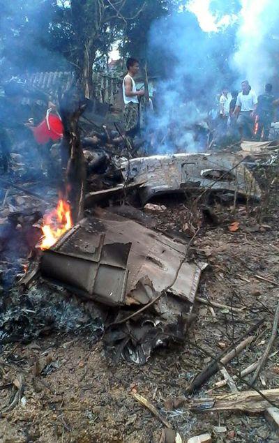 越南一架军用直升机坠毁 16人死含10名特工