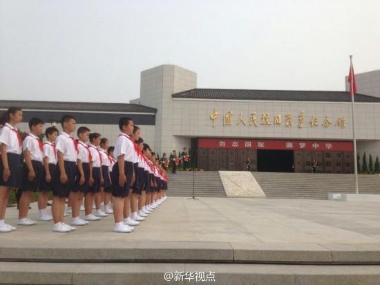 7月7日是全民族抗战爆发77周年纪念日。上午10时,习近平、俞正声等党和国家领导人来到中国人民抗日战争纪念馆,同1000多名各界代表一起参加纪念仪式。图为仪式现场。