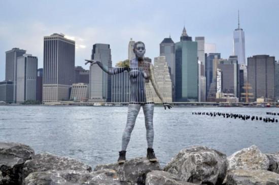 艺术家高超伪装 人体彩绘与建筑完美融合
