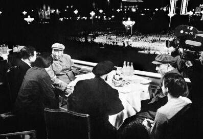 """1971年毛泽东与林彪天安门城楼上""""最后合影"""""""