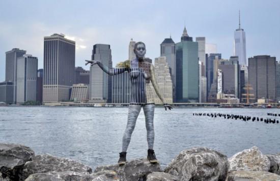 50s高清人体艺术_纽约艺术家在地标建筑前展示隐身人体艺术(高清组图)