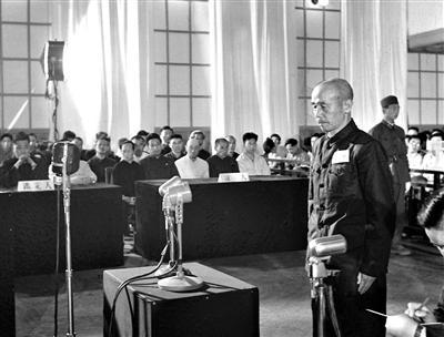日本投降原始视频首次公布:投降代表紧张擦汗