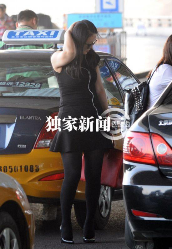 李湘霸气十足独自回京 身宽体胖备孕状态好图