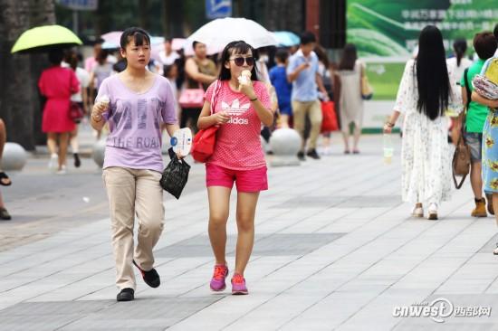 特工:西安炎炎美女闷热难耐街头美女清凉枪杀出行视频高清夏日图片
