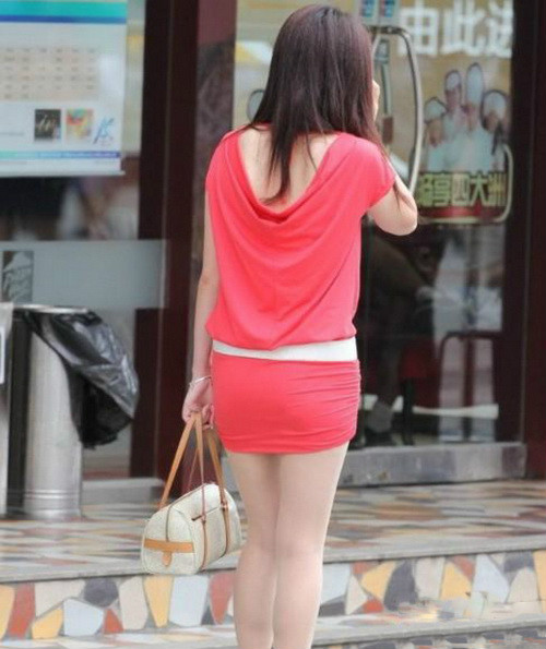 时尚不是越穿越少 高温天气下的美女着装图【