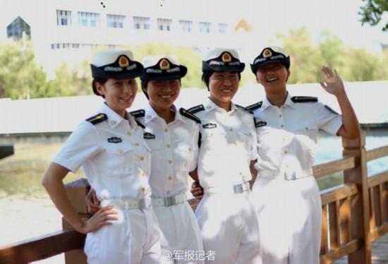 写真 首批/原标题:中国海军首批新疆籍维吾尔族女学员军校写真...