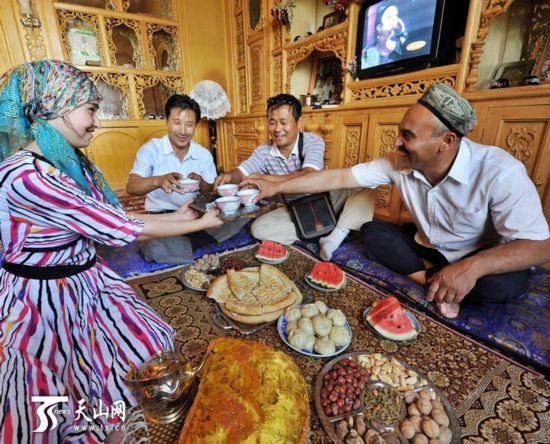 乡村摄影展现新疆人的甜蜜生活