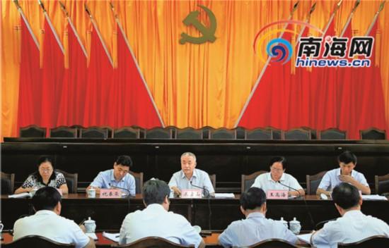 王金山指导五指山市委常委班子民主生活会