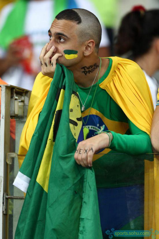 揪心!巴西球迷现场痛哭流涕【34】