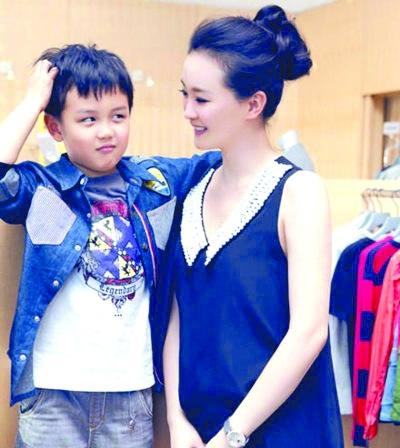 王艳遭儿子吐槽:我爸日赚十几万她最高花一半