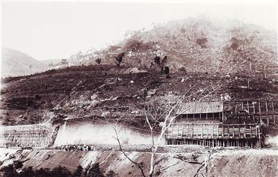 1942年4月10日,正在建设中的石碌车站。