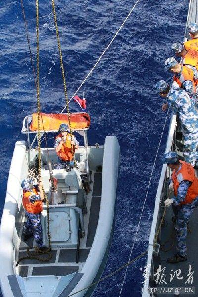 中国海军战舰演练临检拿捕
