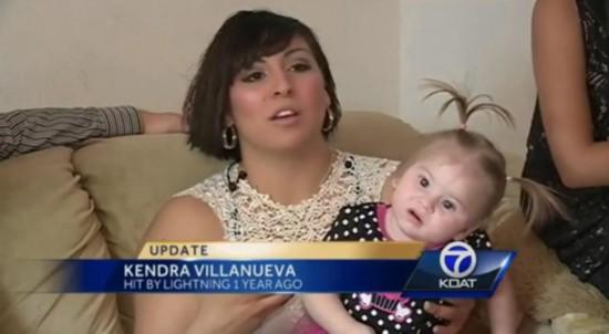 美国孕妇遭闪电击中 孩子出生1年后头发仍直立(图)