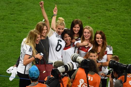世界杯冠军德国队吸金超模太太团助阵