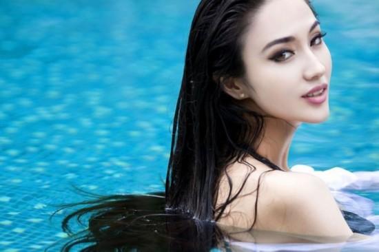 女星出浴照谁最性感:杨幂《古剑奇谭》秀曼妙身材 林志玲《富春山居图