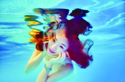 合肥兴起水下艺术摄影不游泳别轻易尝试--安教程理论视频力学图片