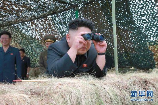 组图:金正恩指导朝鲜军队进行实弹炮击训练
