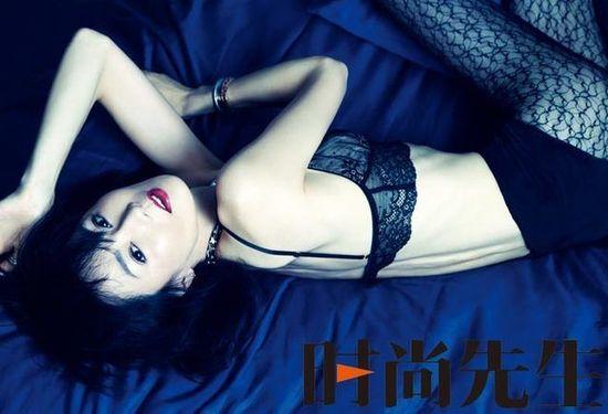 49岁张曼玉着丝袜护士丝袜登性感展现骨感美蕾丝内衣性感杂志女换图片