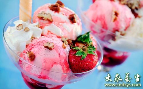 夏日多吃冰淇淋为何会头痛