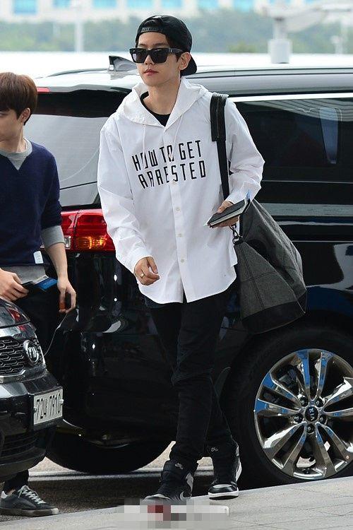EXO为亚洲巡回演唱会赶赴上海 Tao灿烈智能