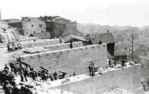 抗战时期修建中的凯旋路旱桥