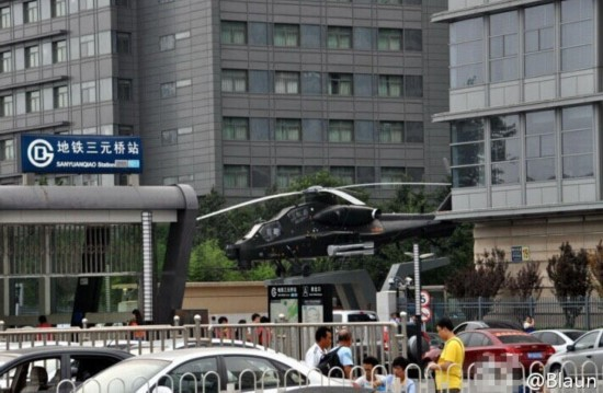 北京市中心出现直10武装直升机 组图