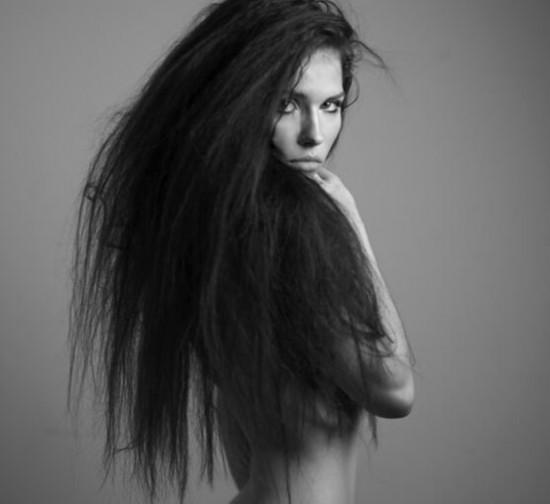 最受欢迎发型:黑长直发广受好评图片