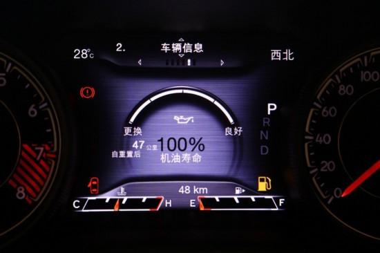 仪表盘上能够显示多种信息,对於自由光这样的越野车来说,时刻了解油温