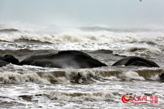 超强台风 威马逊 在海南登陆 最大风力达17级