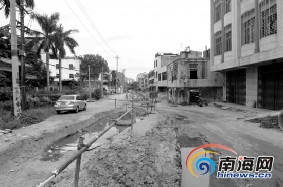 琼海登仙岭路挖开后3月内未施工 交通局回应